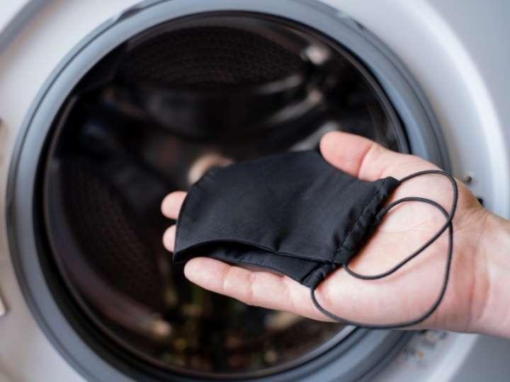 Esta es la forma correcta de lavar tu cubrebocas
